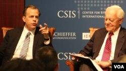 글린 데이비스 특별대표(왼쪽)가 13일 워싱턴의 민간단체인 전략국제문제연구소(CSIS)에서 열린 세미나에 참석해 6자회담과 북한 비핵화 간의 선후관계에 대해 설명하고 있다.