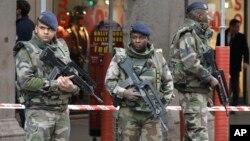 Vojnici obezbeđuju mesto napada u Nici, 3. februar 2015.