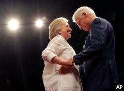 Hillary Clinton ve eşi eski Başkan Bill Clinton