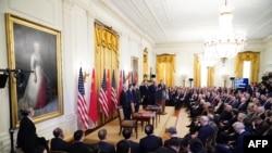 美國總統特朗普在白宮東廳舉行的美中貿易協定簽署儀式上發表講話(2020年1月15日)。