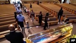 Tijelo Džordža Flojda je izloženo u crkvi u Hjustonu u Teksasu, 8. juna 2020.