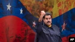 """El presidente Nicolás Maduro ahora anuncia una revolución bancaria para combatir el """"saboteo económico""""."""