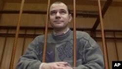 Игорь Сутягин обвинен в измене (Фото из архива 07.04.2004.)