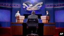 Para pemeran pengganti menggantikan posisi moderator Jim Lehrer (tengah), kandidat partai Republik Mitt Romney (kiri) dan Presiden Obama (kanan) dalam latihan menjelang debat calon presiden Amerika di University of Denver (2/10).