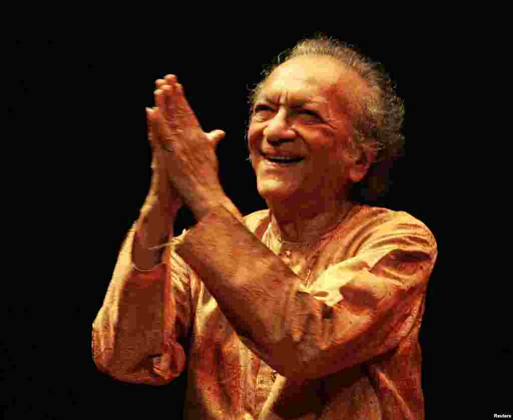 In this July 2, 2005 photograph, Ravi Shankar welcomes the audience during his concert at the Vienna State Opera House.