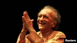 Indian Sitarist Ravi Shankar Dies