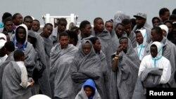 Des migrants sont arrivés sur les côtes italiennes, en Sicile, le 16 novembre 2016.