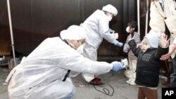 Pregled djece na ozračenost u blizini nuklearne elektrane Fukushima, 12. ožujka 2011.