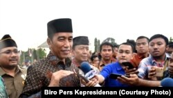 Presiden Joko Widodo berbicara di pelataran Candi Prambanan Kabupaten Sleman Daerah Istimewa Yogyakarta Sabtu 16 Desember 2017.