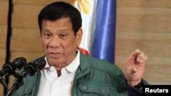 Hình tư liệu - Tổng thống Philippines Rodrigo Duterte phát biểu trong một buổi họp báo ở Davao.
