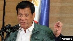 Presiden Filipina Rodrigo Duterte berbicara dalam konferensi pers (foto: dok).