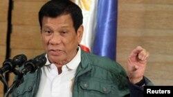 ប្រធានាធិបតីហ្វីលីពីន President Rodrigo ថ្លែងក្នុងសន្និសីទសារព័ត៌មាននៅក្រុង Davao ក្រោយពេលពួកឧទ្ទាមឥស្លាម Abu Sayyaf បានដោះលែងជនជាតន័រវែសម្នាក់ កាលពីខែកញ្ញា។