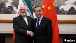 中国外长王毅在北京钓鱼台国宾馆会见到访的伊朗外长扎里夫。(2019年12月31日)