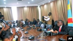 Democratic Republic of Congo's newly-appointed Prime Minister Matata Ponyo Mapon (R) talks surrounded by his cabinet ministers during a press point at the Finance ministry in Kinshasa, DRC, April 19, 2012.