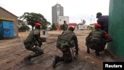 剛果民主共和國軍人在國營電視台外監視。