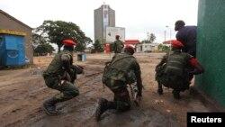 30일 콩고민주공화국 정부군이 방송국에 난입한 무장요원들을 소탕하기 위한 작전을 수행 중이다.