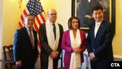 流亡印度的藏人行政中央司政洛桑森格(右一)会见美国国会议员(2018年4月12日)