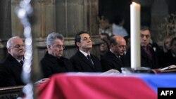 Nicolas Sarkozy ve Romanya Devlet Başkanı Traian Başeskü Sen Vitus katedralinde