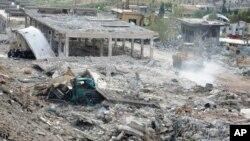 지난 5일 이스라엘의 공습으고 붕괴된 건물이라며, 시리아 관영 매체가 공개한 사진.
