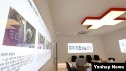 북한이 사흘째 이산가족 상봉행사 제안에 대해 침묵하고 있는 가운데 29일 오전 서울 중구 대한적십자사 이산가족 상봉 신청 접수처가 한산한 모습이다. 한국 정부는 앞서 금강산에서 다음달 17~22일 이산가족 상봉 행사를 갖자고 제안했다.