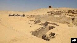 گورستانی که در نزدیکی اهرام معروف جیزه، در حومه شهر قاهره کشف شده است - ۴ مه ۲۰۱۹