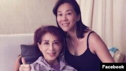 MC Nguyễn Cao Kỳ Duyên và mẹ, bà Đặng Tuyết Mai, khi bà nhập viện hồi tháng 11. (Ảnh: Facebook Nguyen Cao Ky Duyen)
