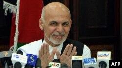Capres Afghanistan Ashraf Ghani saat memberikan konferensi pers di Kabul (5/7).