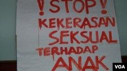 Koalisi Perempuan Indonesia mendesak pemerintah untuk berupaya keras menghentikan praktik perkawinan anak yang jumlahnya sangat tinggi. (foto ilustrasi: VOA/Fathiyah).