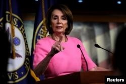 Нэнси Пелоси выступает на еженедельной конференции на Капитолийском холме, Вашингтон, 23 мая 2019 года