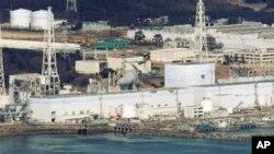 在30公里外拍攝的福島核電厂1號到4號核反應堆