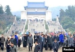 南京中山陵。2014年2月12日,台湾陆委会主任委员王郁琦和台湾代表团其他成员访问中山陵之后离开