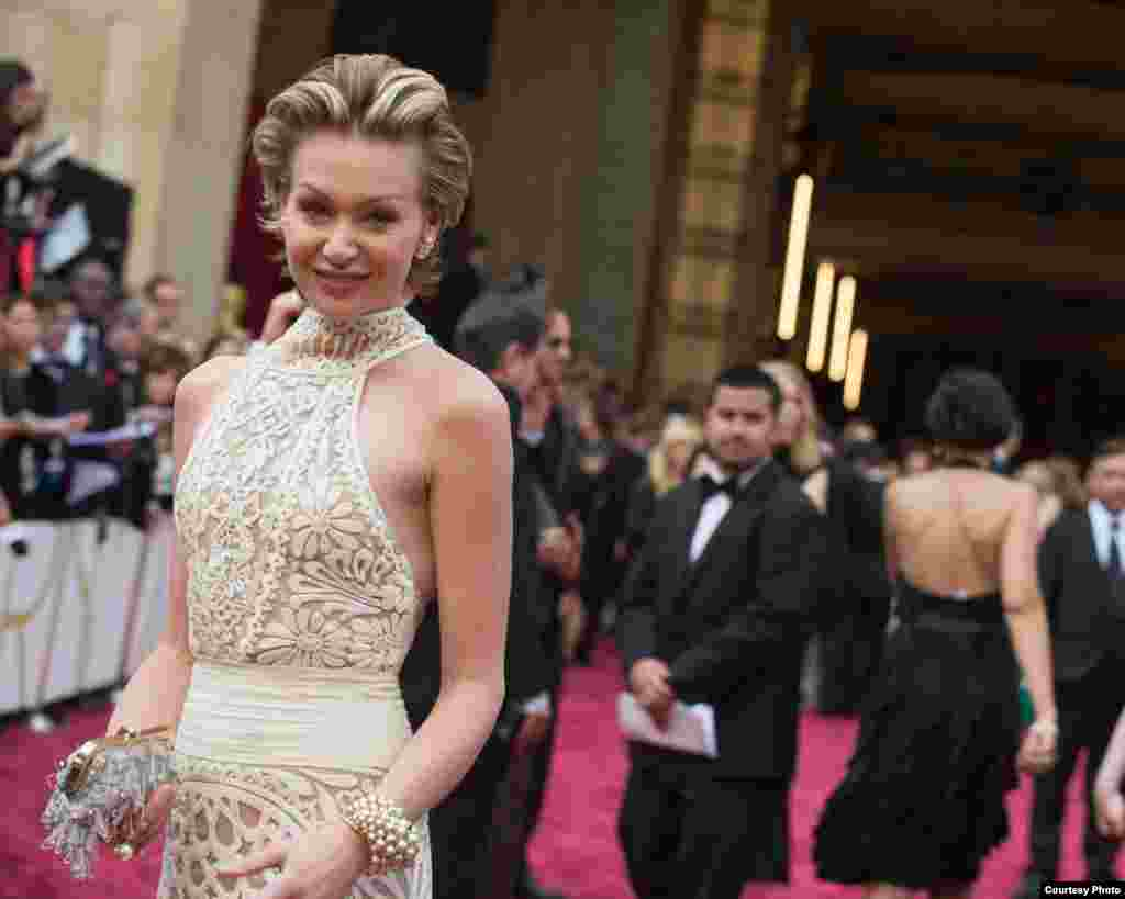 Portia de Rossi arrives for the live ABC Telecast of The 86th Oscars® at the Dolby® Theatre on March 2, 2014 in Hollywood, CA. (Photo courtesy AMPAS)