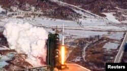 지난해 12월 북한의 장거리 로켓 발사 장면. 북한 조선중앙통신 영상.