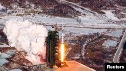 지난 2012년 12월 북한이 공개한 '은하3호' 로케트 발사 장면. (자료사진)