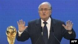 Chủ tịch FIFA Sepp Blatter loan báo tổ chức này sẽ duyệt xét có nên áp dụng lại 'bàn thắng vàng' cho World Cup 2014 hay không