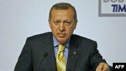Turski premijer Redžep Tajip Erdogan govori na sastanku o Libiji