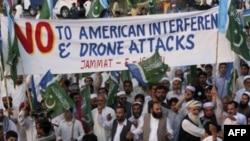 Pakistanlılar Amerikan Saldırılarını Protesto İçin Yol Kapattı