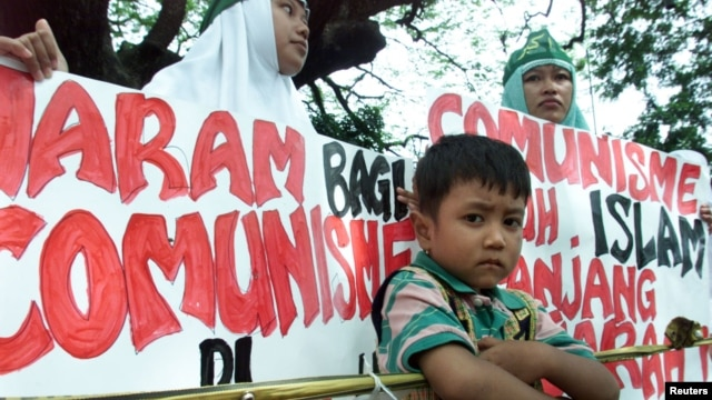 FILE - Anti-communist protesters outside the presidential palace in Jakarta in 2001.