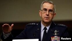 Komandan Komando Strategis AS, Jenderal Angkatan Udara John Hyten, memberikan kesaksian di Komite Angkatan Bersenjata Senat di Capitol Hill di Washington, 4 April 2017.