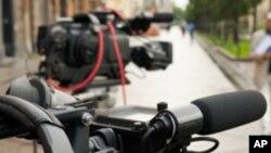Caméra sur tripode: le journaliste détenu est le correspondant en Algérie de la chaîne TV5 Monde. (Photo: AFP)