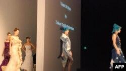 台湾纺织拓展会在香港的时装秀推广台湾品牌