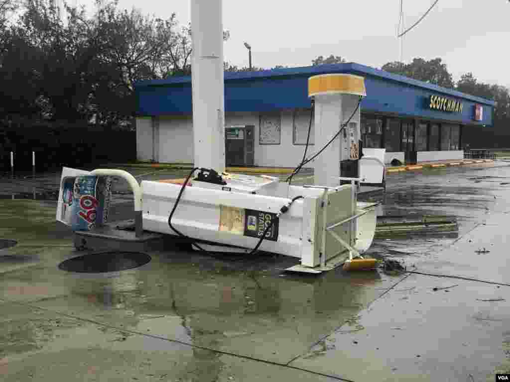 Huracán Florence golpea infraestructura en Carolina del Norte.