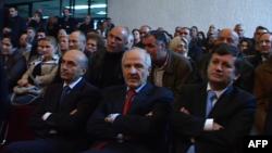 Mocioni i votëbesimit, vazhdojnë debatet në Kosovë