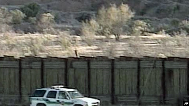 US Border Patrol vehicle along the US-Mexico border (undated photo)