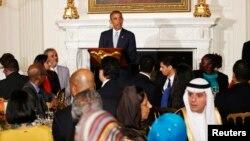 Presiden AS Barack Obama memberikan sambutan saat menjadi tuan rumah bagi buka puasa bersama (Iftar) di Gedung Putih, Senin (14/7).