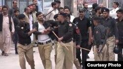 مظفرآباد میں کنٹریکٹ پر کام کرنے والے پولیس اہل کاروں کے خلاف کریک ٹاؤن۔ 4 اکتوبر 2018