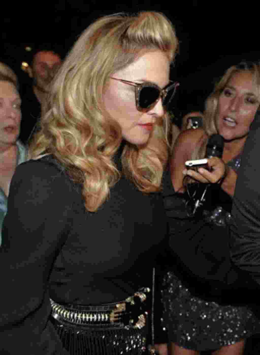 La cantante Madonna llega a los premios de Gucci para la Mujer en el Cine en Venecia, Italia.