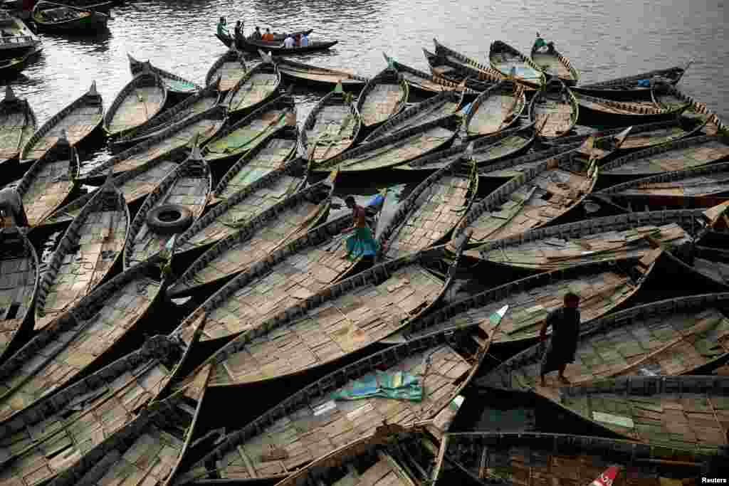 Boats are anchored at the bank of the river Buriganga in Dhaka, Bangladesh.