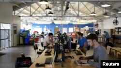 미국 캘리포니아주 샌프란시스코 실리콘밸리 IT 회사인 '테크샵' 에서 디자이너들이 작업하고 있다. (자료사진)