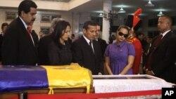 Крайний слева - Николас Мадуро